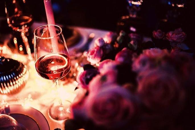 Um jantar romântico preparado por você para a sua namorada