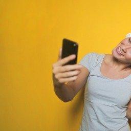 10 dicas de como tirar selfies para arrasar nas redes sociais
