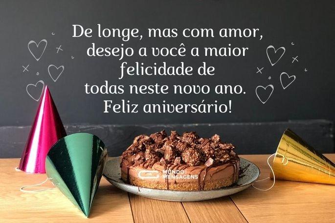 De longe, mas com amor, desejo a você a maior felicidade de todas neste novo ano. Feliz aniversário!