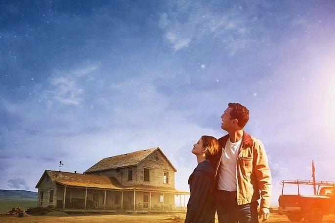 Interestelar é um filme de  Christopher Nolan e estrelado por Matthew McConaughey, Anne Hathaway, Jessica Chastain, Bill Irwin, Mackenzie Foy, Matt Damon, John Lithgow e Michael Caine