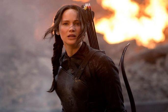 Jogos Vorazes foi produzido por Jon Kilik, Nina Jacobson e Suzanne Collins. Tem Jennifer Lawrence, Josh Hutcherson, e Liam Hemsworth,