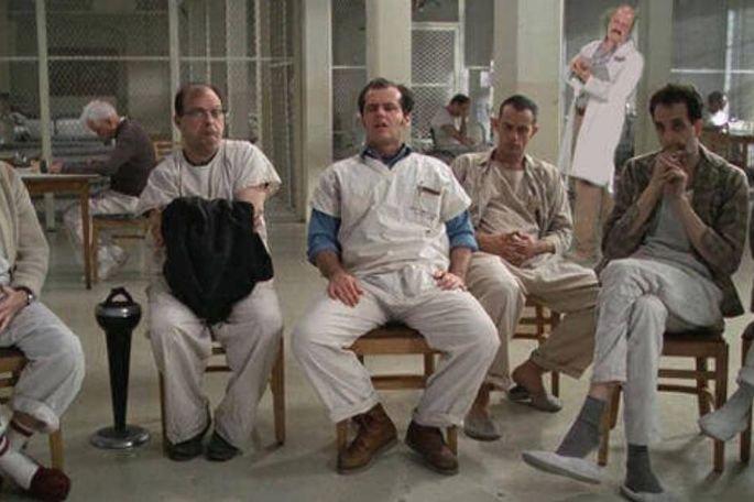 Miloš Forman dirigiu Um estranho no ninho, filme de 1975
