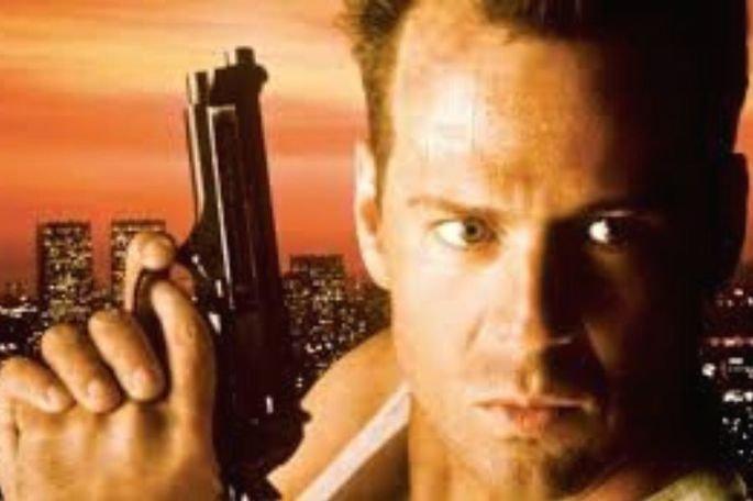 Duro de matar foi dirigido John McTiernan Jr. em 1988