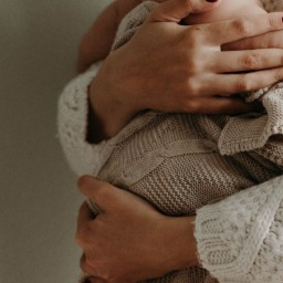 Dia das Mães: como prestar homenagem a uma mãe que está longe