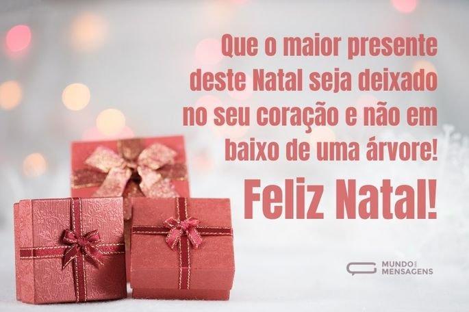 Que o maior presente deste Natal seja deixado no seu coração e não em baixo de uma árvore! Feliz Natal!