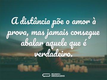 A distância põe o amor à prova, mas jamais consegue abalar aquele que é verdadeiro.