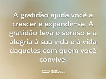 A gratidão ajuda você a crescer e expandir-se. A gratidão leva o sorriso e a alegria à sua vida e à vida daqueles com quem você convive.